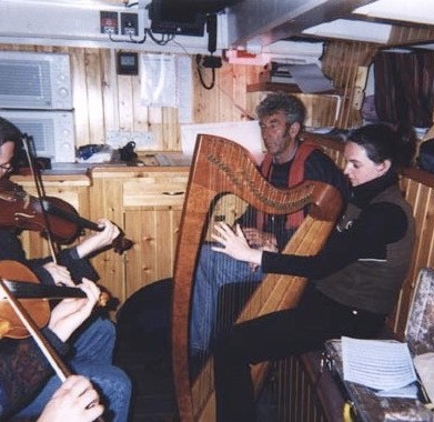 Swan LK243, tunes below deck